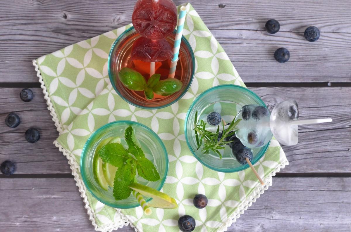 Infused Water ist das perfekte Getränk an heißen Sommertage.