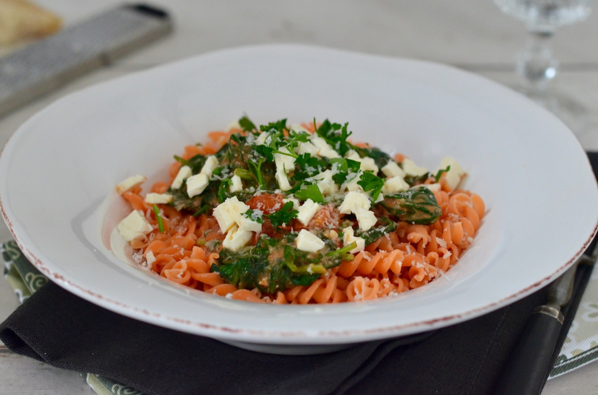 Degustabox Februar: Nudeln aus roten Linsen in Spinat-Feta-Sauce